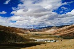 Halna sceneria w xizang turystyki przejażdżki drodze Obrazy Royalty Free