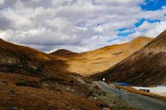 Halna sceneria w xizang turystyki przejażdżki drodze Zdjęcie Stock