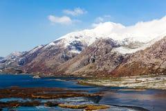 Halna sceneria z zimnym jeziorem Obraz Royalty Free