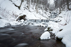 Halna siklawa przy zimą Karpackie góry, ukraine Obrazy Royalty Free