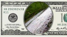 Halna siklawa w ramie 100 dolarowy rachunek zbiory