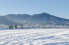 Halna wieś w zimie Obraz Royalty Free