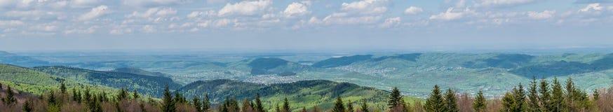 Halne ugody w Carpathians panoramiczny zdjęcie stock