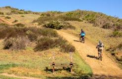 Halni rowerzyści na śladzie w kaliforniach południowych zdjęcie stock