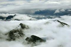 Halni szczyty w chmurach i lodowu, Kluane park narodowy, Yukon Zdjęcie Royalty Free