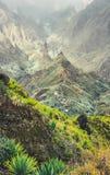 Halni szczyty Xo-Xo dolina w słońcu zaświecają Lokalna wioska w dolinie Wiele agava rośliny r na stromy kamienistym Fotografia Royalty Free