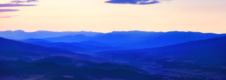 Halni wzgórza przed wschodem słońca Zdjęcia Royalty Free