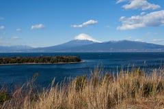 Halny Fuji i Japonia morze w zimie widzieć Zdjęcie Royalty Free
