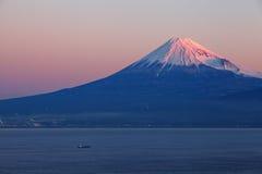 Halny Fuji i morze Zdjęcia Royalty Free