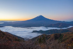 Halny Fuji i morze mgła Zdjęcie Stock