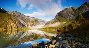 Halny Glacjalny jezioro, Norwegia Zdjęcia Royalty Free