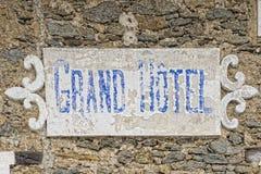 Halny hotelowy stary znak Obrazy Royalty Free