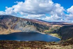 Halny jeziorny Lough Tay w Wicklow górach Irlandia Obraz Royalty Free