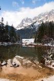 Halny jeziorny zimy lanscape Zdjęcia Royalty Free