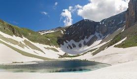 Halny jezioro i śnieg Fotografia Stock