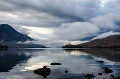 Halny jezioro, Rosja, Syberia, Buryatiya, Froliha Zdjęcie Stock