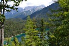 Halny jezioro, Tirol, piękny widok, lazur woda, obraz royalty free