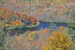 Halny jezioro w jesieni Obraz Royalty Free