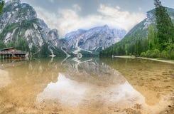 Halny jezioro w ranku obrazy royalty free