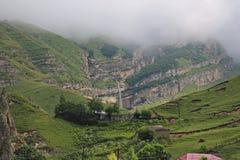 Halny krajobraz strzela w górskiej wiosce Laza fotografia royalty free