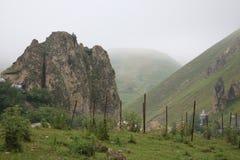Halny krajobraz strzela w górskiej wiosce Laza obraz royalty free