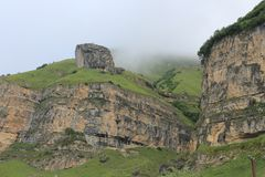 Halny krajobraz strzela w górskiej wiosce Laza obraz stock