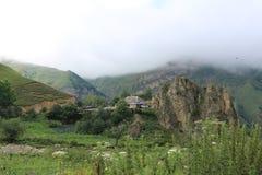 Halny krajobraz strzela w górskiej wiosce Laza obrazy stock