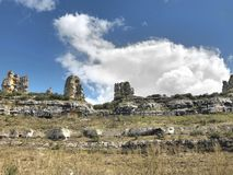 Halny krasowy krajobraz w Hiszpania Orbaneja Del Castillo Geol obraz stock