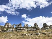 Halny krasowy krajobraz w Hiszpania Orbaneja Del Castillo Geol obrazy stock