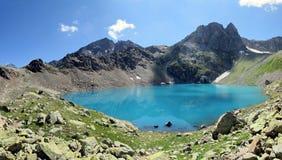 Halny krateru jezioro Zdjęcia Royalty Free
