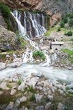 Halny lasowy siklawa krajobraz Kapuzbasi siklawa w Kayseri, Turcja obraz royalty free
