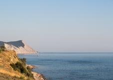 Halny linia brzegowa wieczór w Crimea Zdjęcie Stock