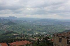 Halny miasteczko gdzieś w Włochy zdjęcia stock