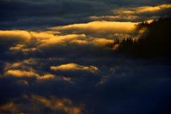 Halny morze chmury Zdjęcia Royalty Free