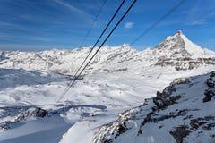 Halny narciarstwo - widok od plateau Wzrastał przy Matterhorn, Włochy Valle d ` Aosta Breuil-Cervinia Aosta dolina, Cervinia Obraz Stock
