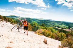 Halny rowerzysta obrazy royalty free