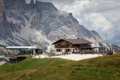 Halny schronienie na Włoskich Alps obrazy royalty free