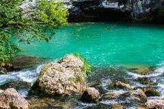 Halny staw z piękną wodą Zdjęcie Stock