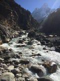 Halny strumień w himalajach Obrazy Royalty Free