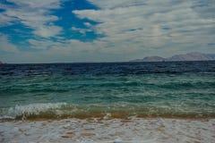 Halny turkusowy morze Obraz Stock