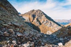 Halny wysokogórski krajobraz, Wysocy skaliści szczyty w Kanada Fotografia Royalty Free