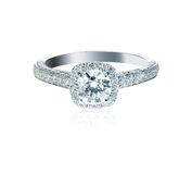 Halo brillant rond plaçant la bague de fiançailles de Diamond Wedding Photos libres de droits