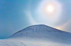 Halo de Sun en la montaña Foto de archivo