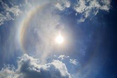 Halo tegen de Blauwe hemel en de wolken Royalty-vrije Stock Afbeeldingen