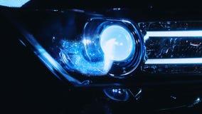 Halogeenkoplampen op de sportwagen stock video