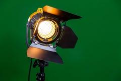 Halogenstrålkastare med en Fresnel lins royaltyfri foto