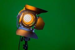 Halogenstrålkastare med en Fresnel lins royaltyfri bild