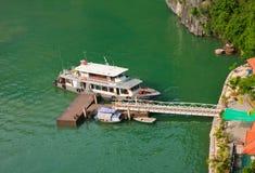 Halong从河内的海湾端口 免版税库存照片