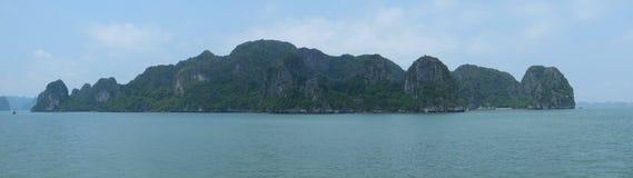 Halong fjärd, panorama Royaltyfri Fotografi