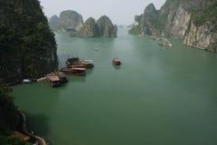 Halong fjärd, Vietnam Arkivfoto
